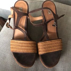 UGG BROWN WEDGES  SIZE 9